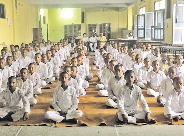 Students reciting Sanskrit shalokas at Guru Virjanand Gurukul Mahavidyalaya in Kartarpur, 12km from Jalandhar.
