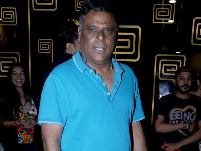 Actor Ashish Vidyarthi says he likes to take up projects which make him push the envelope.