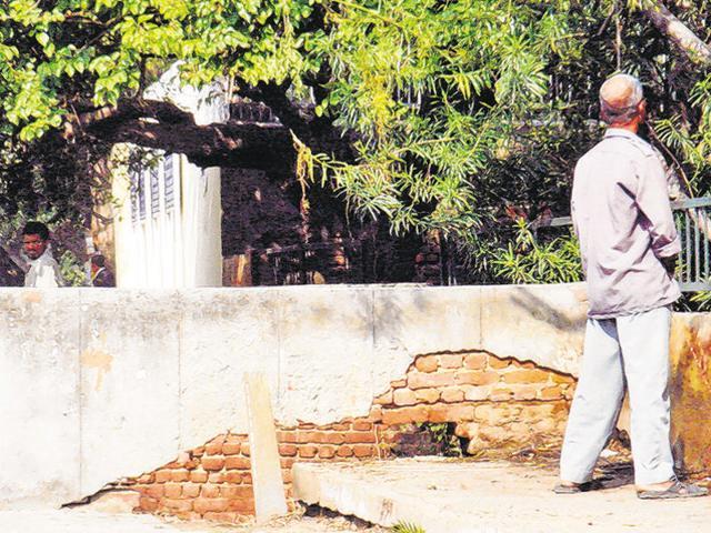 Kerala,Open urination,Suicide