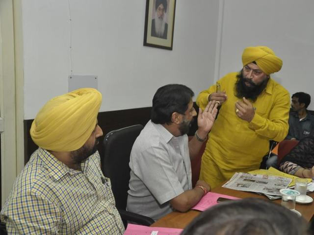 Senior deputy mayor Kamaljit Singh Bhatia arguing with mayor Sunil Jyoti at the meeting of the finance and contract committee in Jalandhar on Friday.