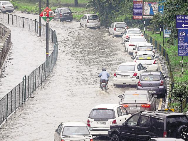 Commuters were trapped on NH-24 near Chhijarsi, Model Town, Sector 12/22 intersection, near the Noida stadium. The traffic jam around stadium lasted for more than three hours.