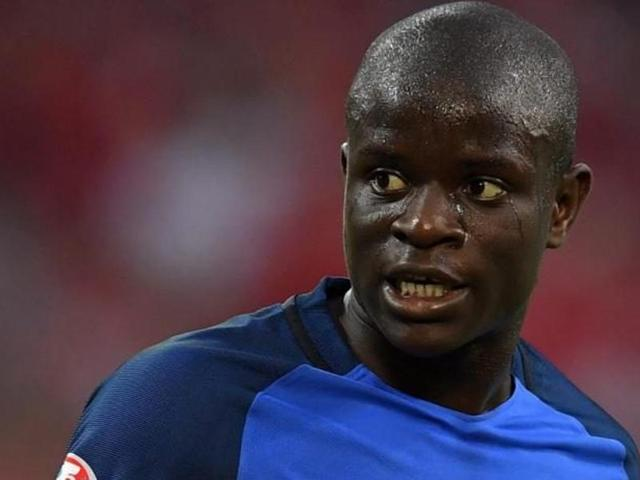 Chelsea have signed France midfielder N'Golo Kante from Premier League champions Leicester City.