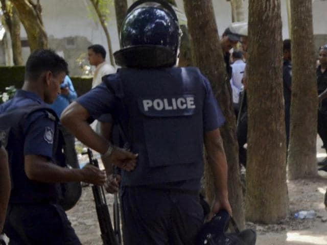 3 Sufi Muslims injured,Bangladesh police,Bangladesh extremists