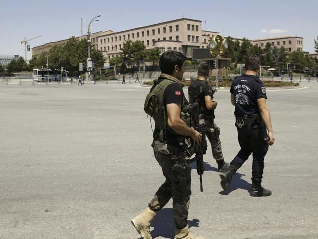 Security forces loyal to Turkish President Recep Tayyip Erdogan guard the General Staff headquarters in Ankara, Turkey, July 17, 2016.