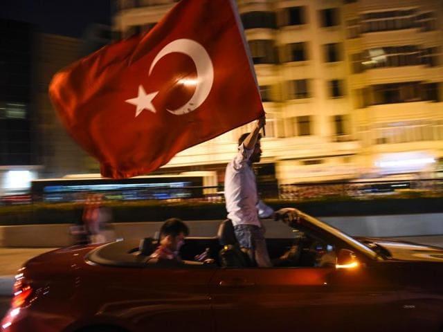 Turkey coup attempt,Recep Tayyip Erdogan,Istanbul fighting