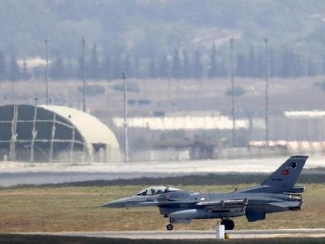 A Turkish Air Force F-16 fighter jet lands at Incirlik air base in Adana, Turkey, August 11, 2015.  The US-led coalition against the IS resumed air strikes from the air base on Sunday, July 17, 2016, a day after a security lockdown was imposed in the wake of a failed military coup.