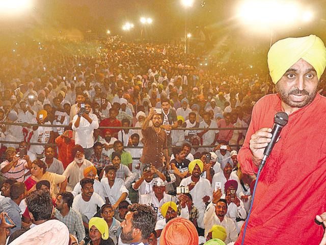 AAP member of Parliament Bhagwant Mann addressing a public meeting in Mansa on Sunday.ht photo