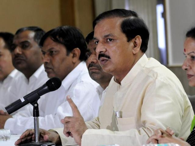 Union minister Mahesh Sharma addressing a press conference in Noida on Monday(Sunil Ghosh / HT photo)