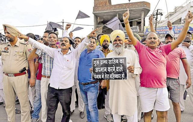 Dharam Jagran Manch activists showing black flags to Delhi chief minister Arvind Kejriwal after he reached Amritsar on Sunday.