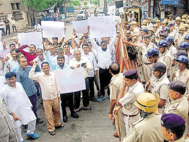 Members of the Dalit bodies protesting in Rohtak on Sunday.(Manoj Dhaka/HT Photo)