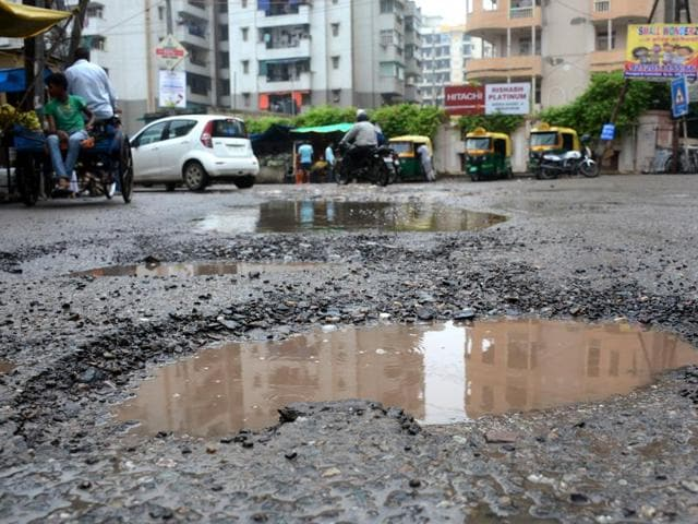 The Ghaziabad Municipal Corporation will now float tenders for various infrastructure projects to be undertaken from these funds.
