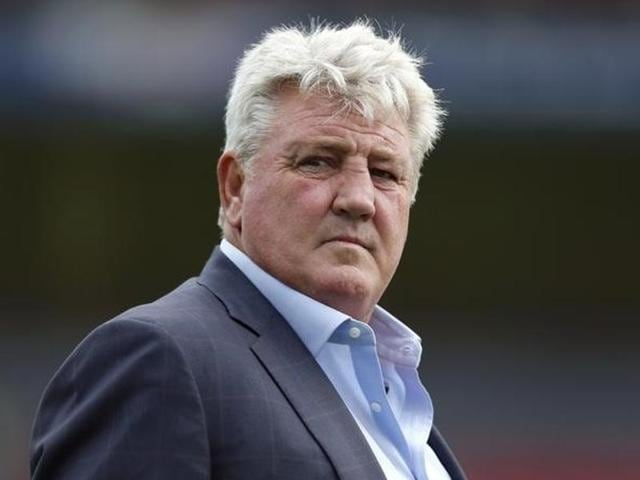 Hull City manager Steve Bruce in action.