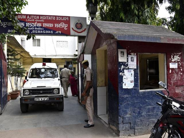 MP IPS officer,MP IPS officer fudges date of birth,case against MP IPS officer for fudging date of birth