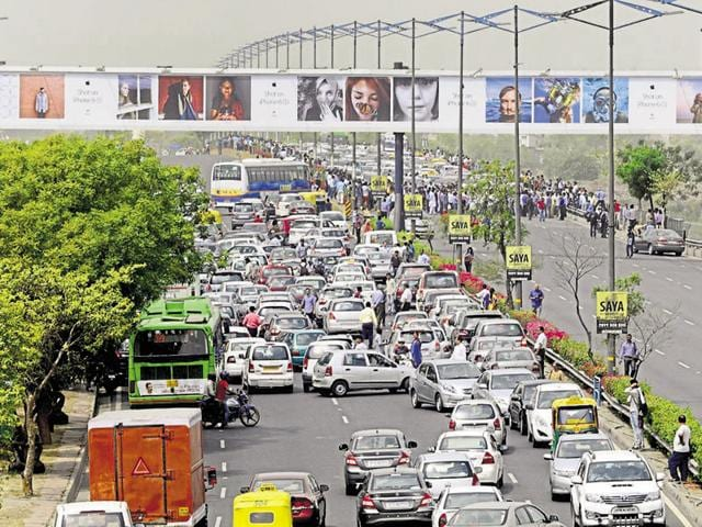 In May, cab drivers had protested on the DND Flyway against the Supreme Court order banning diesel cabs.