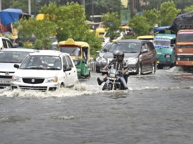 South Delhi,waterlogging,traffic snarls