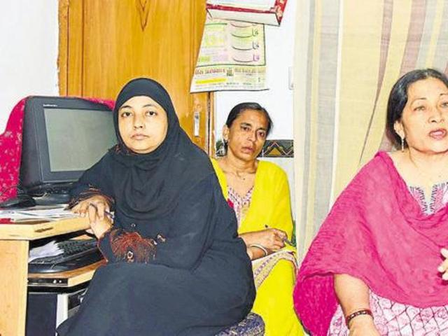 The qazi, usually a hereditary title, plays an important role by solemnising marriage and finalising divorce and settlements. Jahanara (extreme left) was one of the two women who were the first to complete a course for Qazis, in Jaipur.