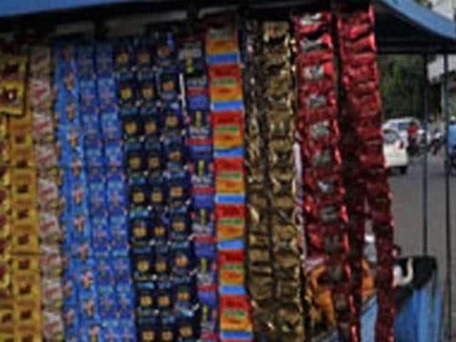 The high court quashed the state government's notification prohibiting manufacture, storage, distribution, transportation and sale of 'gutkha' and 'pan masala' containing tobacco or nicotine.