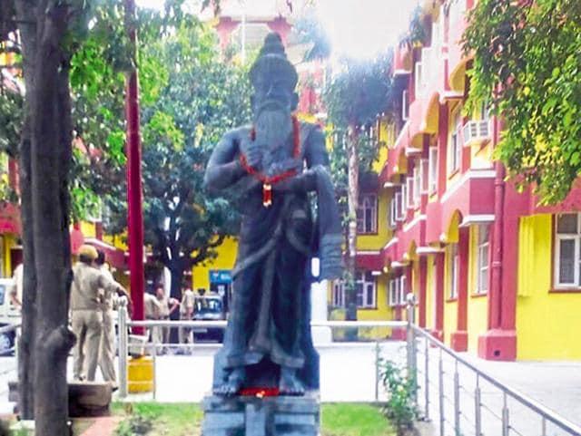 Thiruvalluvar's statue in Haridwar.