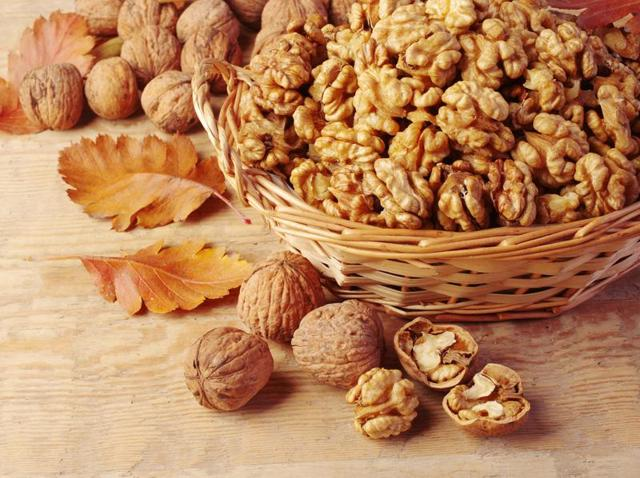 Walnuts and soybeans have unsaturated fats that help tackle diabetes.