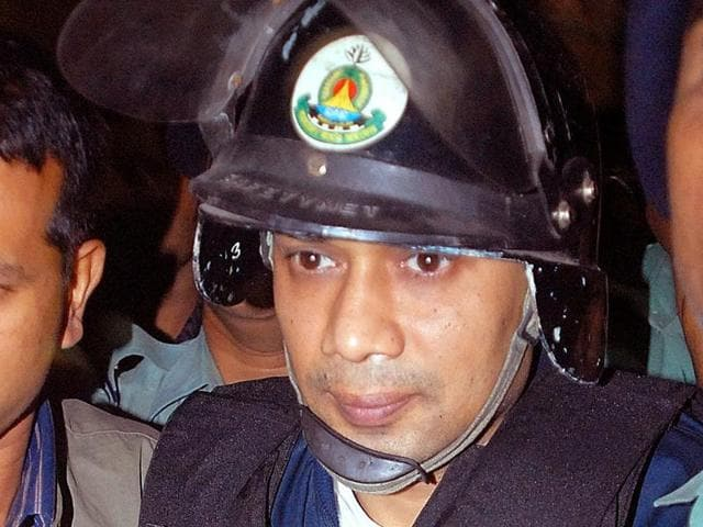 File photo of Bangladeshi policemen escorting the son of former prime minister Khaleda Zia,Tarique Rahman, (centre), to a court in Dhaka.