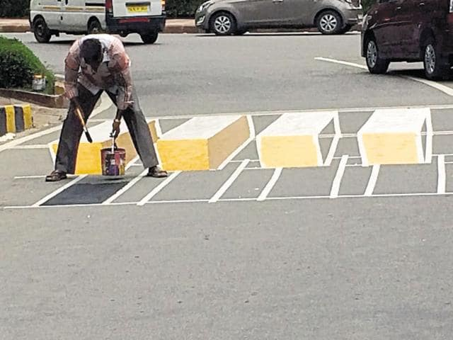 Line Drawing Of Zebra Crossing : Optical illusion d zebra crossing tricks drivers slows