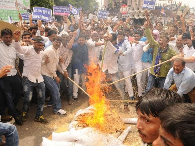 BSP Workers  staging a protest against expelled BJP leader Daya Shankar Singh for his  remark against Mayawati in Lucknow,India on Thursday,July 21,2016.