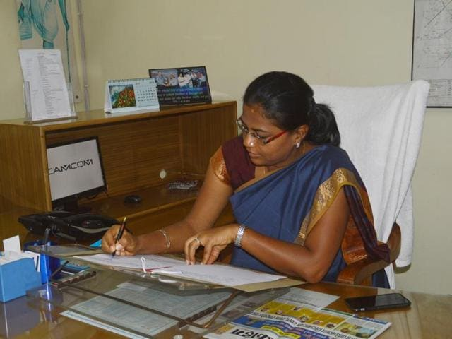 IAS Nidhi Kesarwani,Ghaziabad District Magistrate,IAS Aparna Upadhyaya