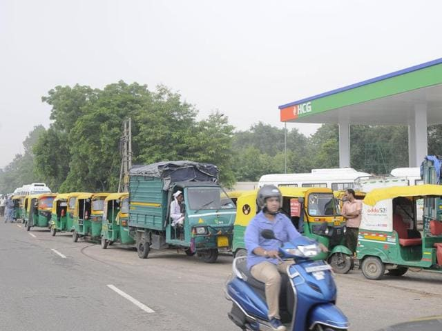 Vehicles queue up outside the CNG station on NH-8 in Sector 31.