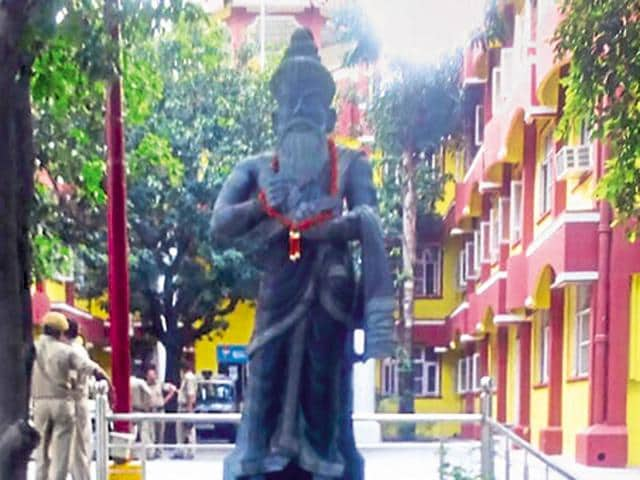 "Tamil poet Thiruvalluvar's statue in Haridwar. Tamil Nadu chief minister Jayalalithaa has thanked her Uttarakhand counterpart Harish Rawat for taking steps to install the statue in his state, calling it a ""positive action."""