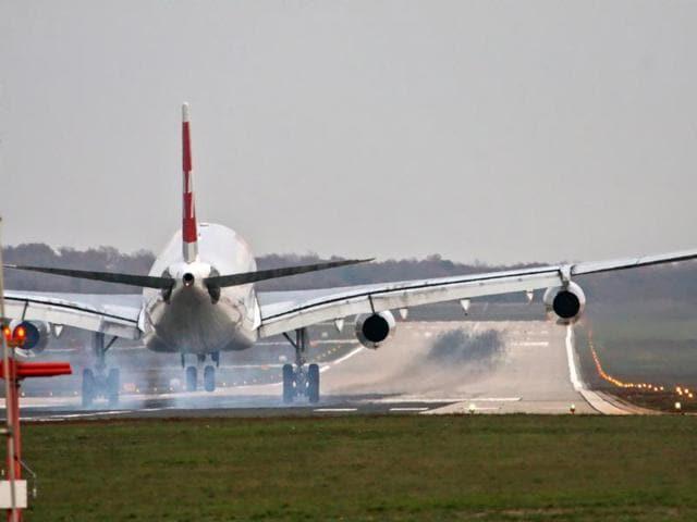 North Korean flight,Emergency landing,China