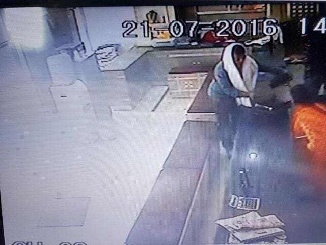 The incident was captured on CCTV cameras of the shop, Bhola Jewellers, in New Colony and the man had a towel on his head
