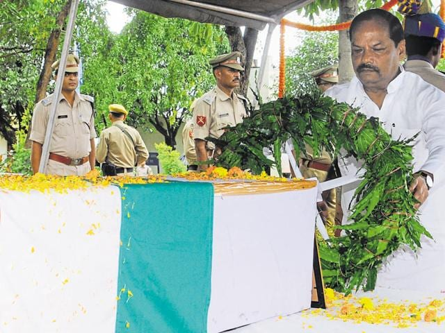 Jharkhand chief minister Raghubar Das pays tribute to martyr Ajay Kumar, a jawan of Cobra battalion of the CRPF, who died in an encounter with Maoists in Bihar on