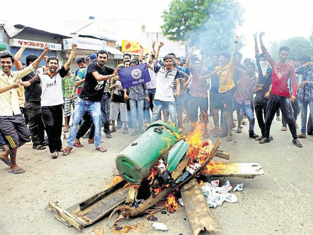 Members of Dalit community block traffic during a protest in Ahmedabad.(PTI)