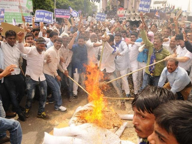 BSP supporters protesting former BJP leader Daya Shankar Singh's remark against Mayawati,  Lucknow, on Thursday,July 21,2016.  BJP is trying to reach out to the  Dalits ahead of the 2017 assembly polls in UP but Singh's comment has put it on the back foot.