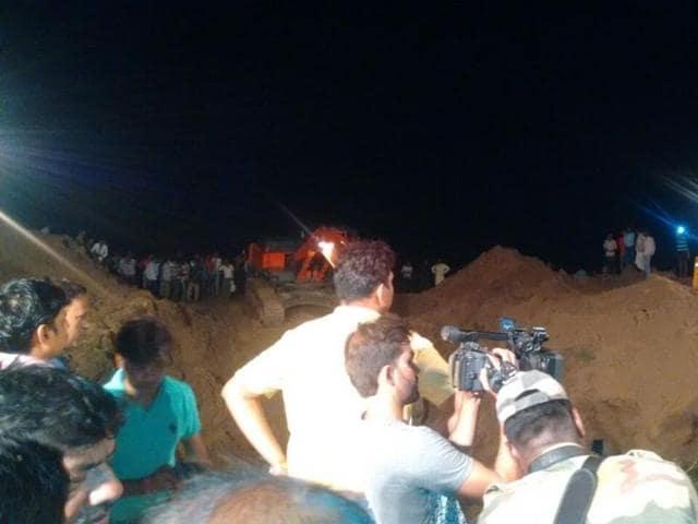 child falls into bore-well near Gwalior