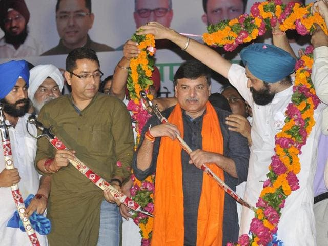 Aam Aadmi Party's Punjab affairs in-charge Sanjay Singh being greeted with garland and sword during a rally at grain market near Arora Cinema in Ludhiana on Friday evening.