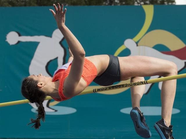 Afile photo of Russia's Yelena Isinbayeva competing in a women's pole vault qualification round.