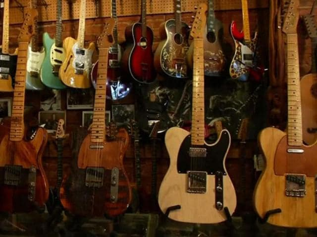 A guitar maker builds custom instruments beloved by celebrities such as Bob Dylan and Lou Reed out of discarded wood from New York City landmark buildings. The guitars cost between $2,000 and $2,500 dollars (INR 1.3 lakhs and 1.6 lakhs) which Kelly believes is in tune with the quality of his material and the craftsmanship of his work.
