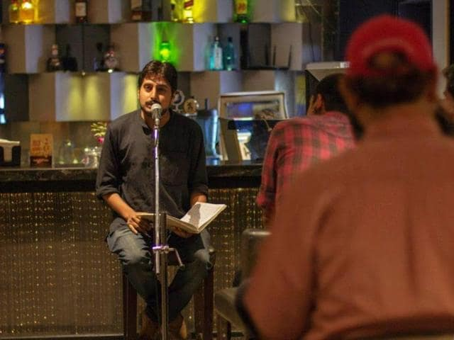Words Tell Stories hosts open-mic poetry events such as this one at a Mumbai pub. They also have a comprehensive listings section.