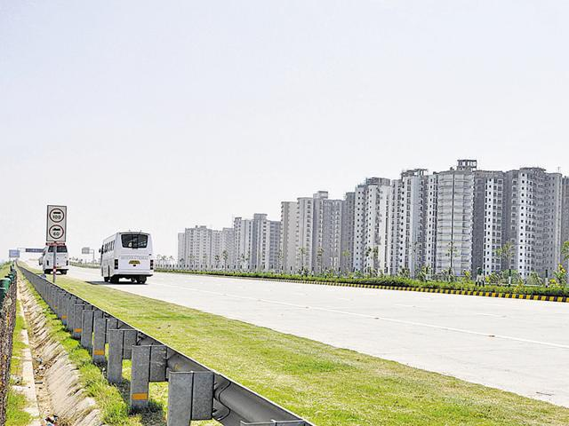 Buyers who had been allotted plots by the Yamuna expressway authority six years ago are yet to get them.