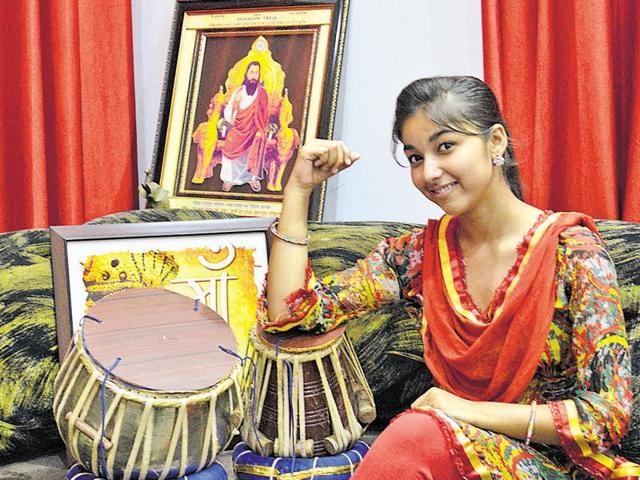 Singer Ginni Mahi at her residence in Jalandhar.(Aarish Chhabra/HT Photo)