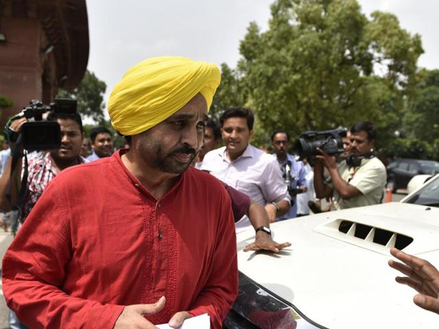 After gaining nationwide recognition in the Great Indian Laughter Challenge, Bhagwant Mann dived into active politics with Manpreet Singh Badal's erstwhile People's Party of Punjab in 2011.