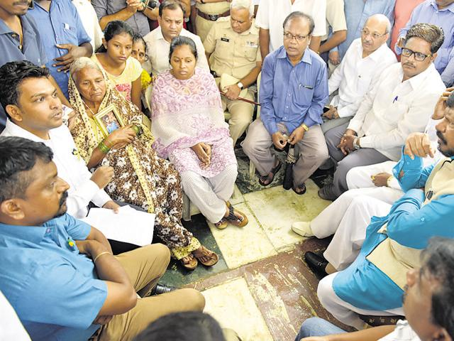 Union minister Ramdas Athawale visited the victim's family at Nerul in Navi Mumbai on Saturday.