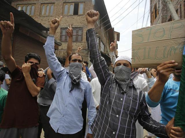 Kashmiri protesters pelt stones at paramilitary soldiers and policemen in Srinagar on Friday, July 22, 2016. The violence began after Hizbul Mujahideen commander Burhan Wani was killed in an encounter on July 8.