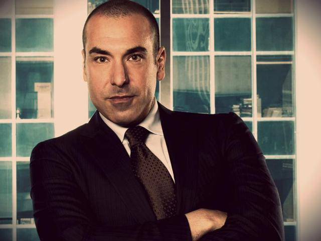 Actor Rick Hoffman, who plays the cute character of Luis Litt in American legal drama Suits, has said he doesn't like mud-baths and is allergic to cats! Litt, the character on the legal drama, loves mud-baths and is very passionate about cats.