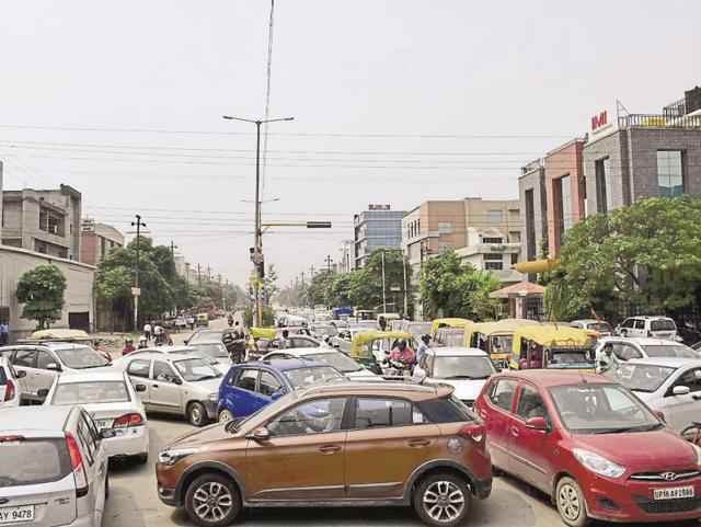 A major reason for clogged traffic in Noida is parking on the roads instead of in garages or designated spaces.