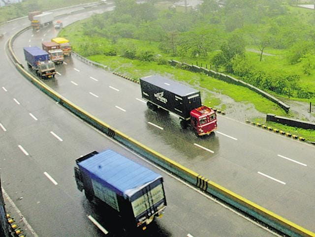 Two cars rammed into to each other on the Mumbai - Pune Expressway early on Tuesday morning, leading to six deaths.
