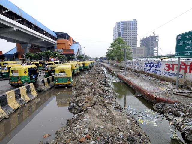 Rain continues to cause waterlogging, while potholes have left the service road useless and the City Centre Metro Station auto stand unreachable.