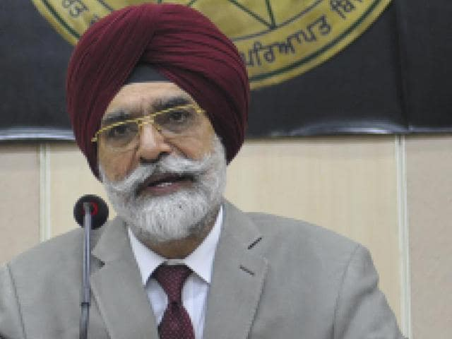 PSERC chairman DS Bains announcing the power tariff for 2016-17, in Chandigarh on Wednesday.
