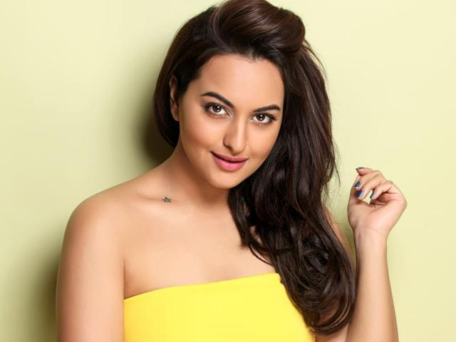 Sonakshi Sinha says the younger generation of actors is friendly and supportive of each other.